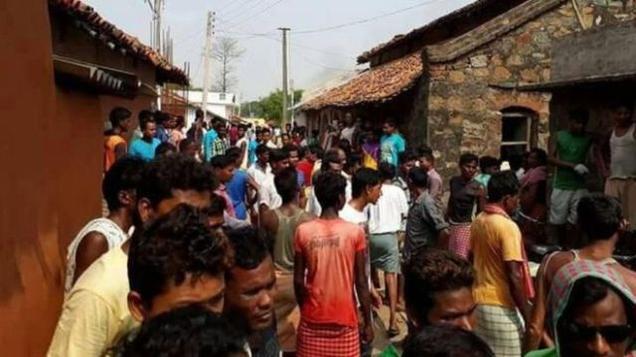 வாட்ஸ் அப் வதந்தியை நம்பி இளைஞர்கள் கொல்லப்பட்ட கொடூரம்!